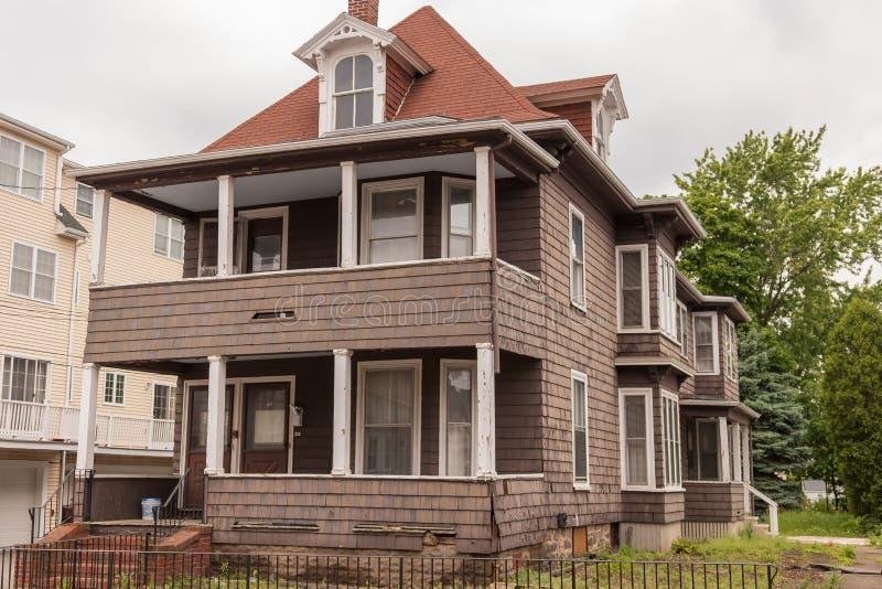 Stary domowy koloru brązu potrzeby zadośćuczynienie fotografia stock