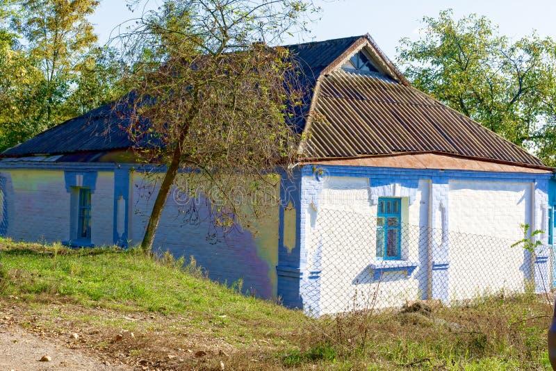 Stary domu na wsi dom w Ukraina zdjęcie stock