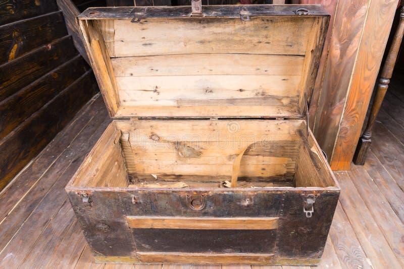 Stary drewniany żeglarza bagażnik obrazy royalty free