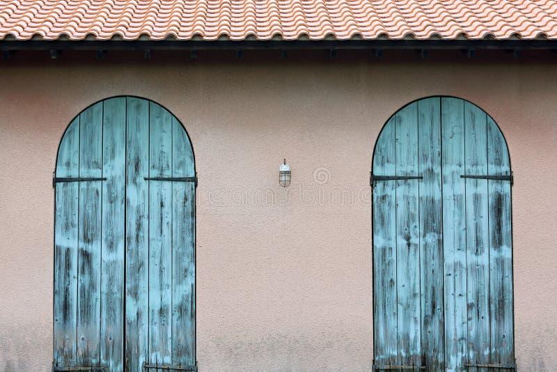 Stary drewniany błękitny drzwi obrazy royalty free