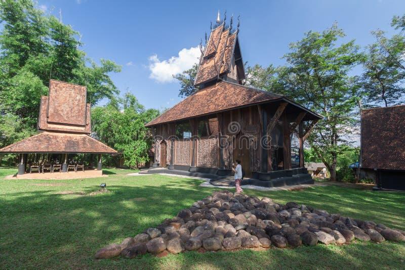 Stary drewniany buduje Lanna styl przy Chiangrai Tajlandia zdjęcia royalty free