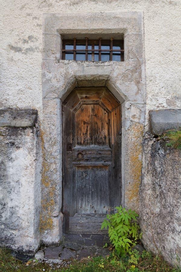 Stary drewniany drzwi kościół Tylni wejście obraz royalty free
