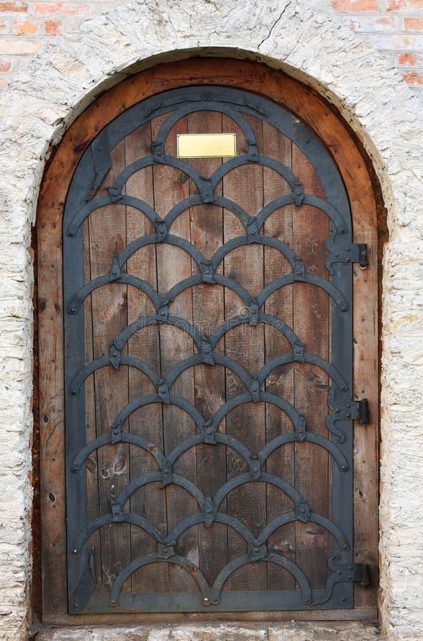 Stary drewniany drzwi od średniowiecznej ery. obraz stock
