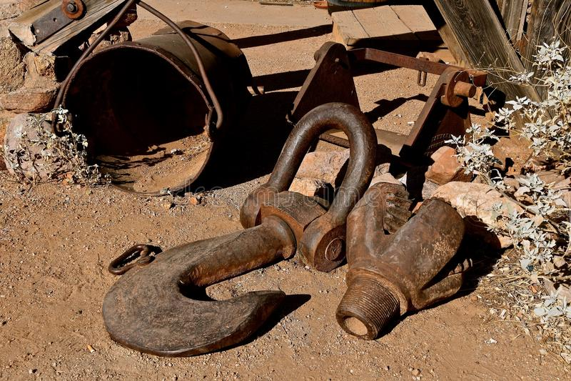 Stary drewniany furgon i przyczepa kaktusowym drzewem fotografia royalty free