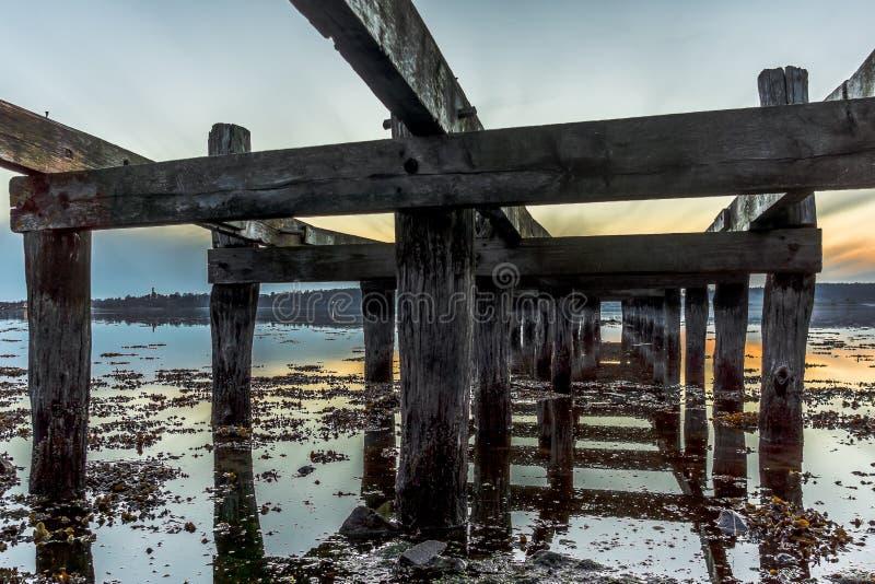 Stary drewniany jetty w zmierzchu obraz royalty free
