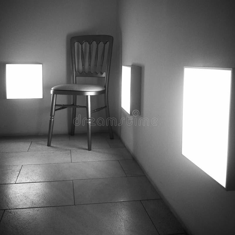 Stary drewniany krzesło w nowożytnym korytarzu zdjęcia royalty free