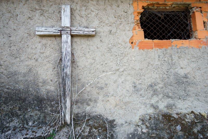 Stary drewniany krzyżuje fasadę zdjęcia royalty free