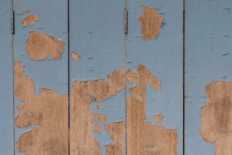 Stary drewniany malujący bławy nieociosany tło, farby obieranie obraz royalty free