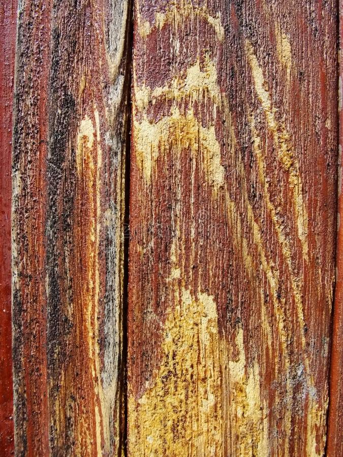 Stary drewniany malujący ochronny farby brąz obliczał deskę z przepływami drewniany złocisty żywica Szczegół drewniane deski zdjęcia royalty free