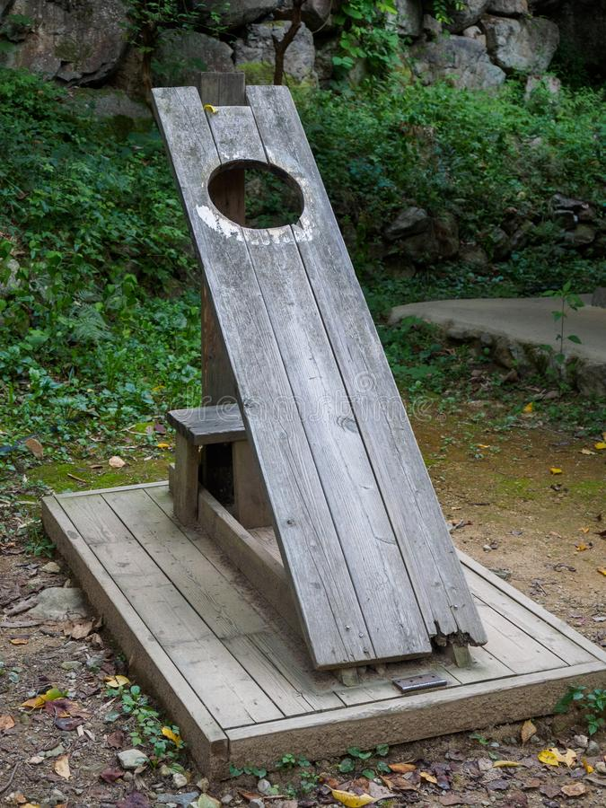 Stary drewniany pręgierz przy ludowym muzeum w Korea fotografia stock
