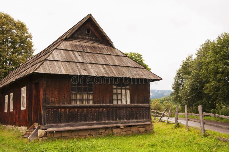 Stary drewniany wioska dom w g?rach zdjęcie royalty free
