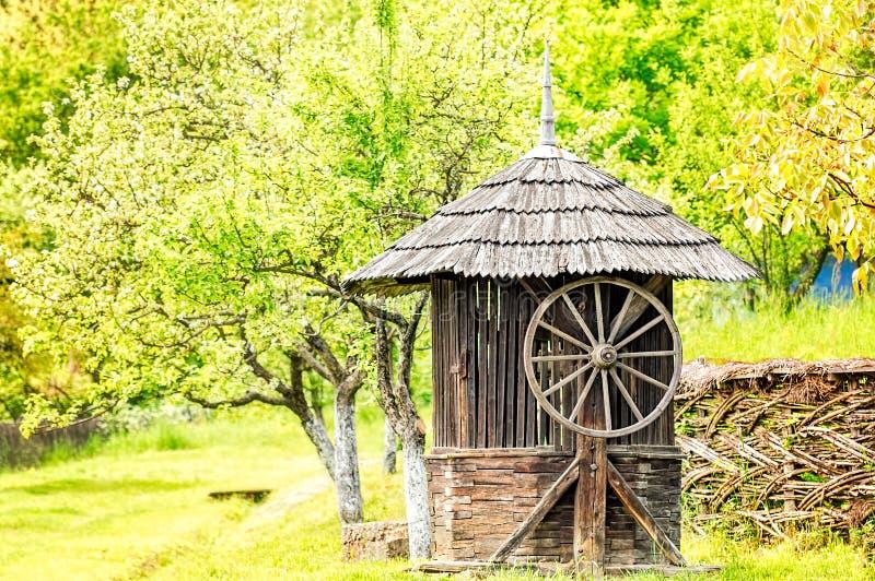 Stary Drewniany Wodnego Well dom fotografia stock