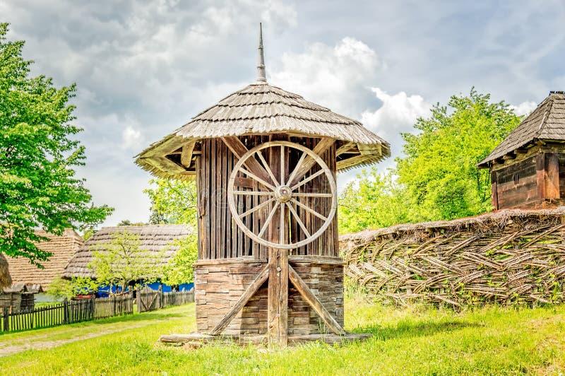 Stary Drewniany Wodnego Well dom zdjęcia stock