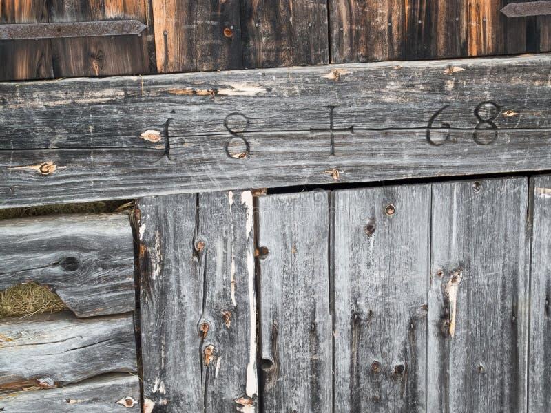 Stary drewno halna buda od 1868 w Alps obrazy stock