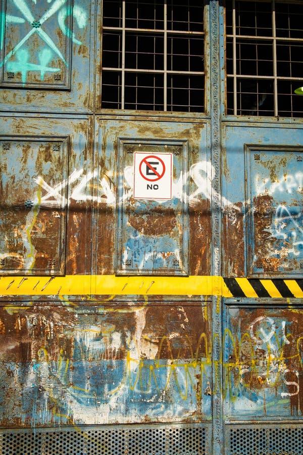 stary drzwi garażu zdjęcia stock