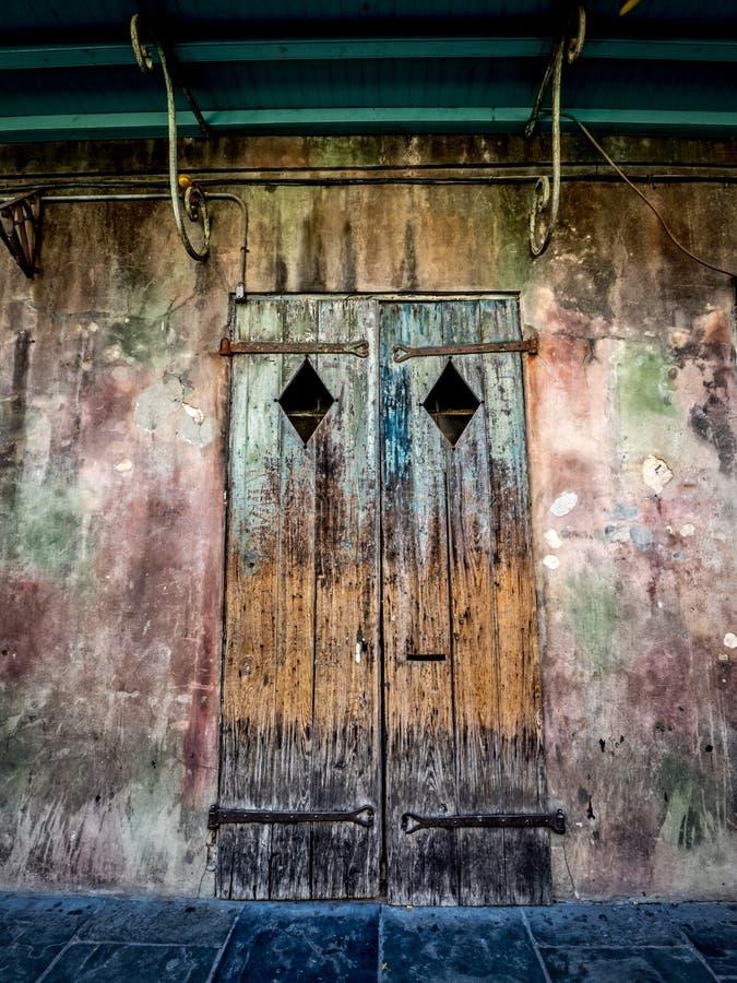 Stary drzwi w dzielnicie francuskiej Nowy Orlean zdjęcia royalty free