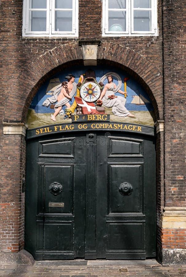 Stary drzwi w Nyhavn w Kopenhaga schronieniu, Dani fotografia royalty free