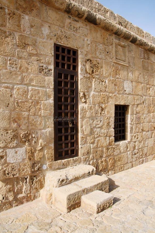 Stary drzwi w schronienie kasztelu obrazy royalty free