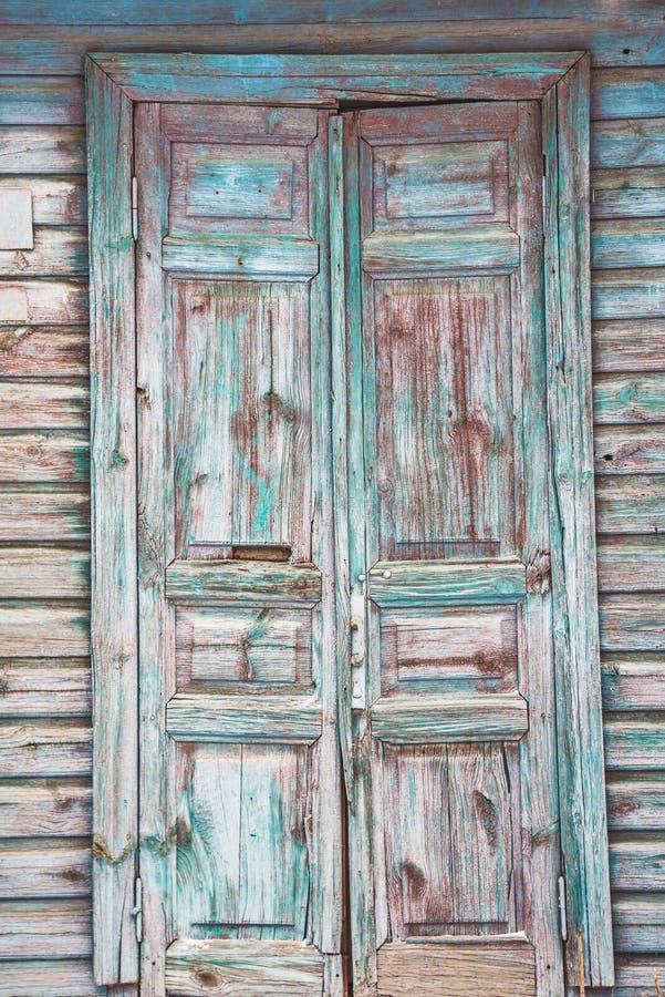 Stary drzwi zakrywający z farbą obraz stock