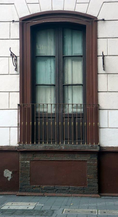 Stary duży okno i balkon fotografia stock