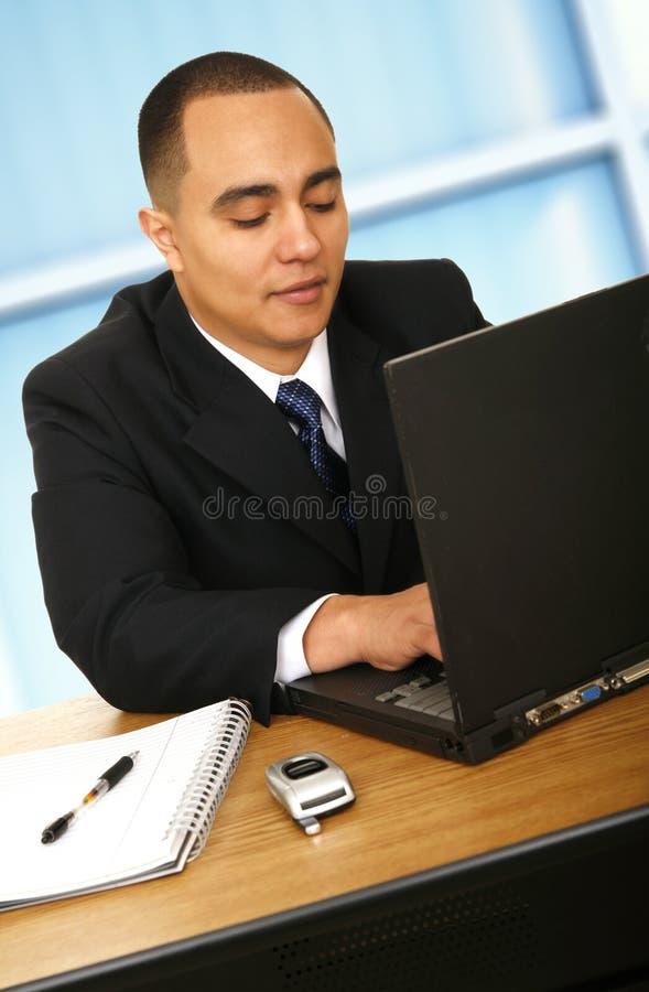 stary działanie laptopa handlowa obraz stock