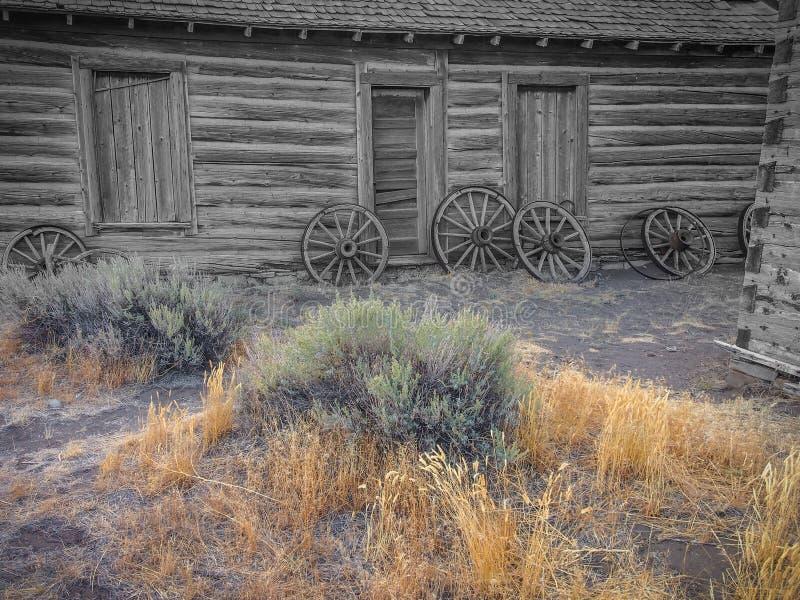 Stary dziki Zachodni, stary łamający drewno, toczy obraz royalty free