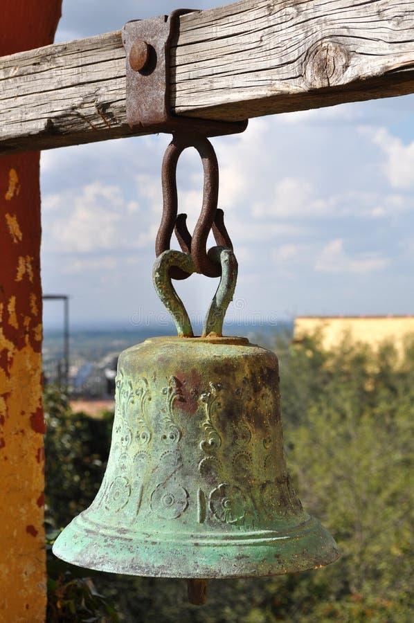 Stary dzwon w meksykańskiej wiejskiej szkole zdjęcia royalty free