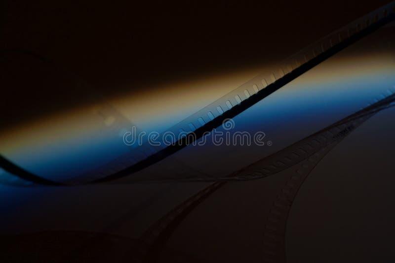 Stary ekranowy pasek na ciemnym tle zdjęcia stock