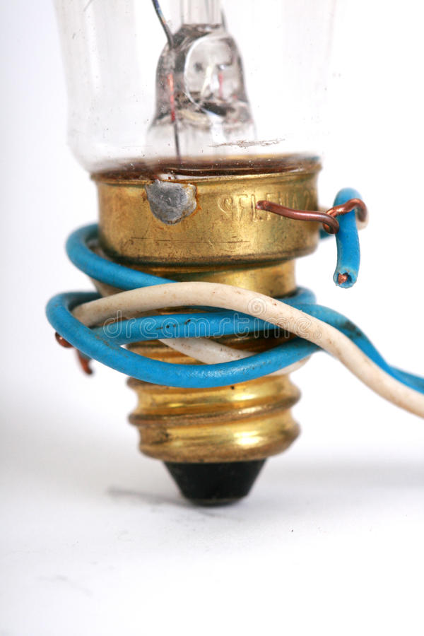 Stary elektryczny lightbulb i kabel zdjęcia stock