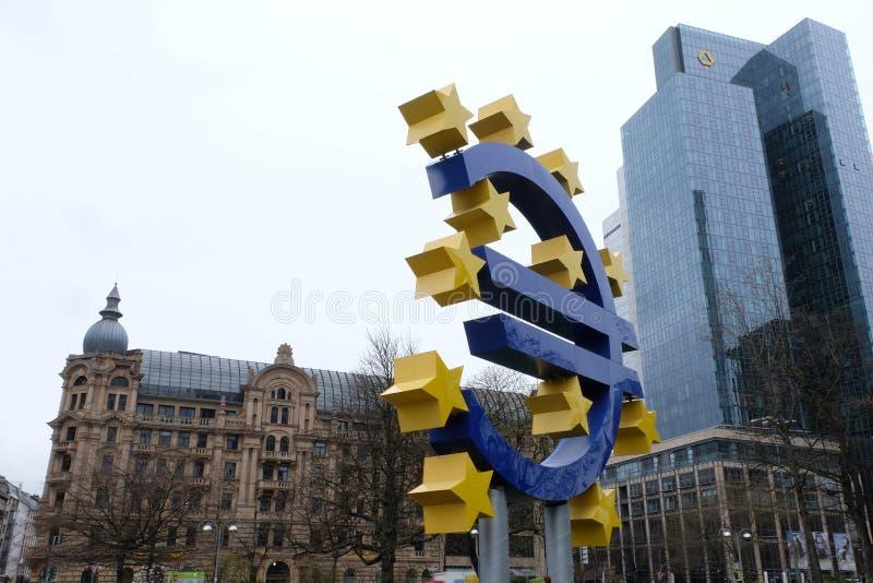Stary europejskiego banka centralnego euro Podpisuje wewn?trz Frankfurt zdjęcia royalty free