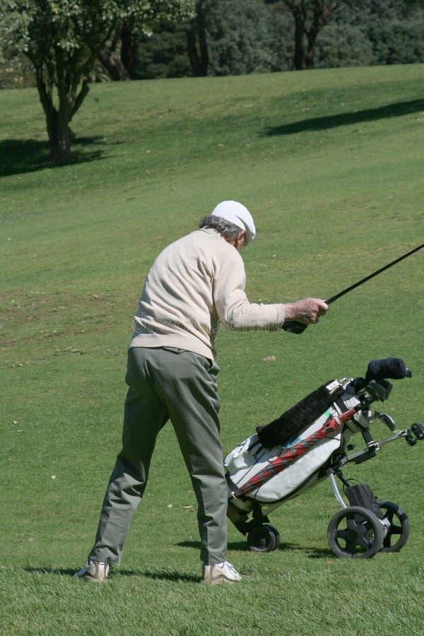 Stary golfista i fura