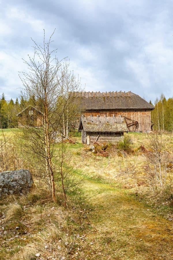 Stary gospodarstwo rolne w wiejskim widoku zdjęcia stock