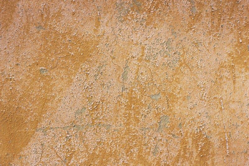 Stary grunge pękający rocznika cementu, betonu foremki tekstury jasnobrązowy tło z wietrzejącą farbą i obrazy royalty free