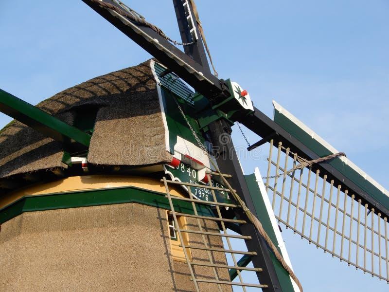 Stary holenderski wiatraczek poprzedni używać dla pompować wodę z polderu zdjęcia royalty free