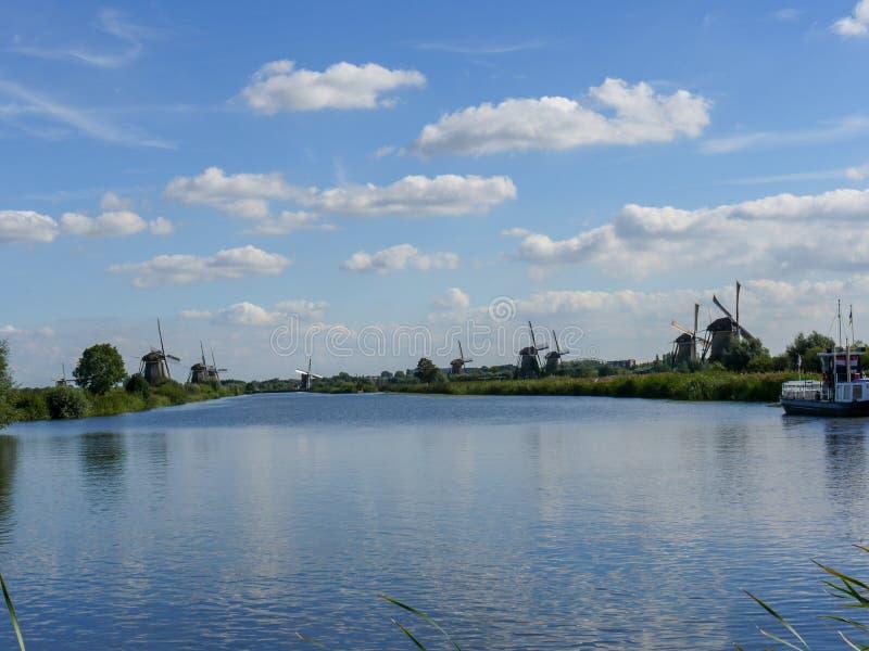 Stary Holenderski wiatraczek w pięknym strzale obrazy royalty free