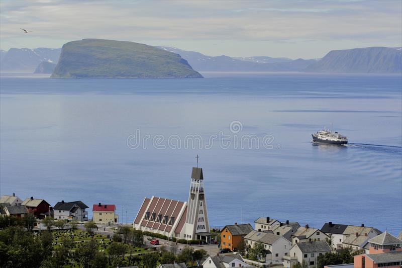 Stary Hurtigruten opuszcza Hammerfest obraz stock