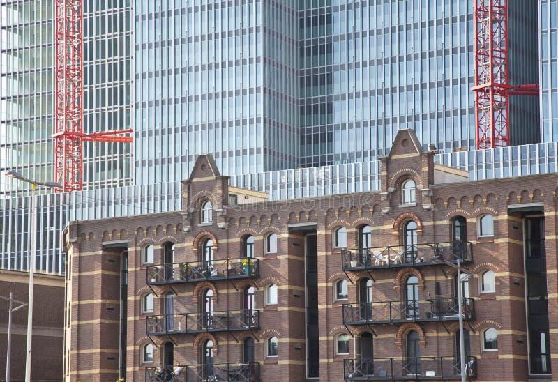 Stary i nowożytny handlowy budynek biurowy zdjęcia royalty free