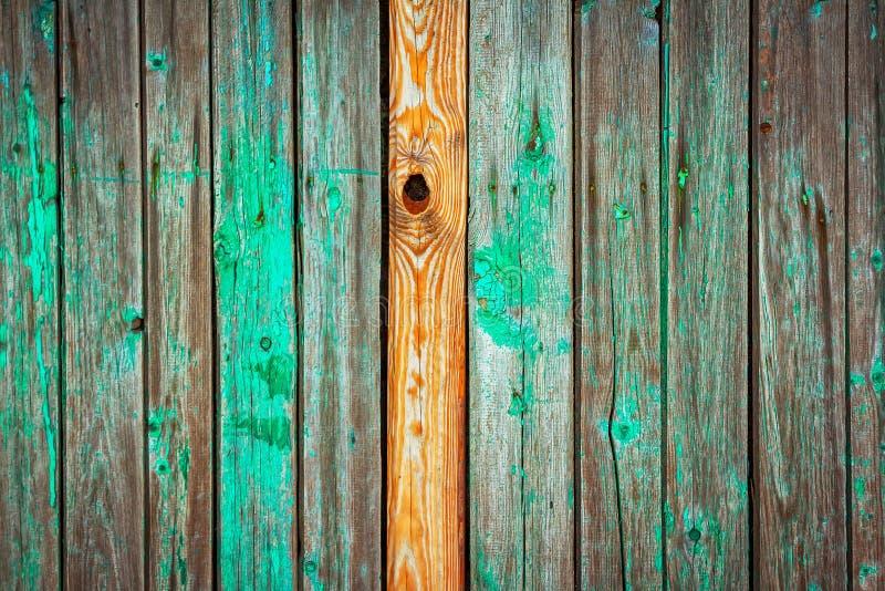 Stary i wietrzejący drewniany ścienny tło fotografia stock