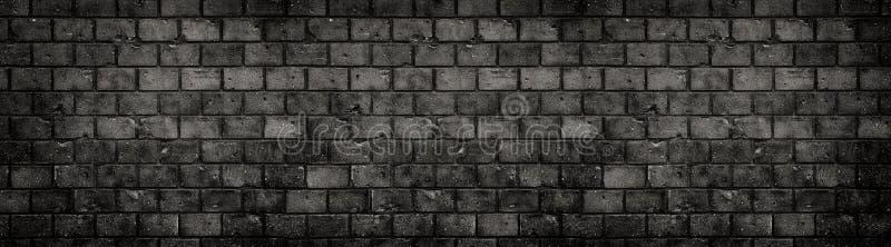 Stary i wietrzejący grungy czarny zmrok - szarego betonowy blok ściany z cegieł tekstury tła szeroki wielki panoramiczny sztandar zdjęcie royalty free