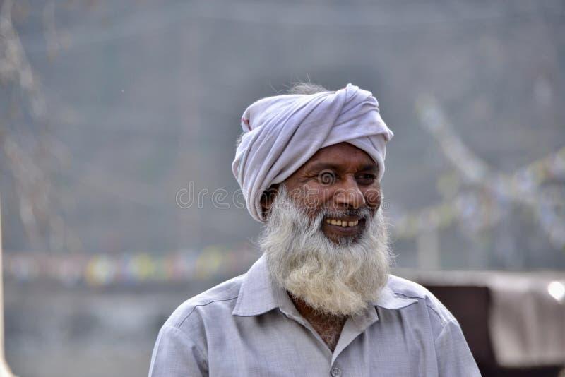 Stary Indiański mężczyzna bardzo szczęśliwy zdjęcia royalty free