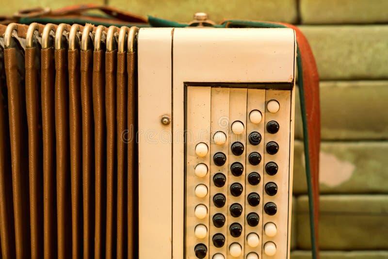 Stary instrumentu muzycznego rosjanin bayan obrazy stock