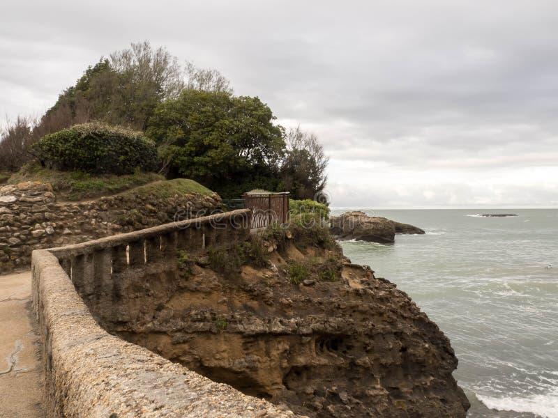 Stary kamienia most przy Rocher Du Basta Wyspa w Biarritz, Francja fotografia stock