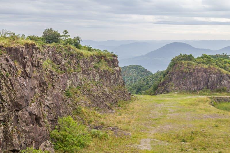 Stary Kamienny łup w Morro robi gauczo góry krajobrazowi zdjęcie stock