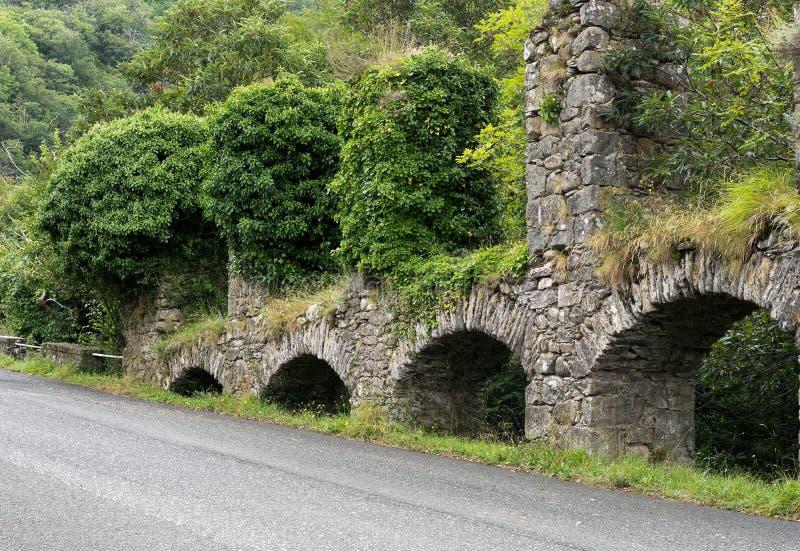 Stary kamienny akwedukt, Iera, Włochy Stara technologia, konstruuje zdjęcie stock