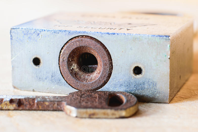 Stary keyhole z kluczem zdjęcia royalty free