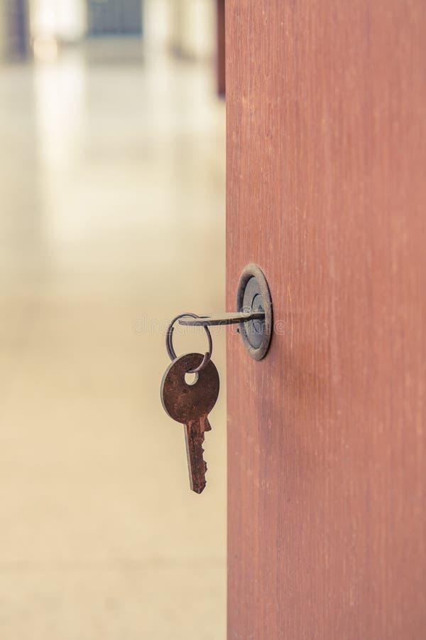 Stary keyhole z kluczem obrazy royalty free