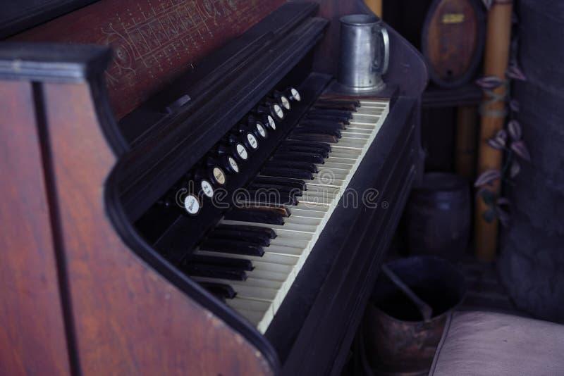 stary klawiaturowy pianino obrazy stock
