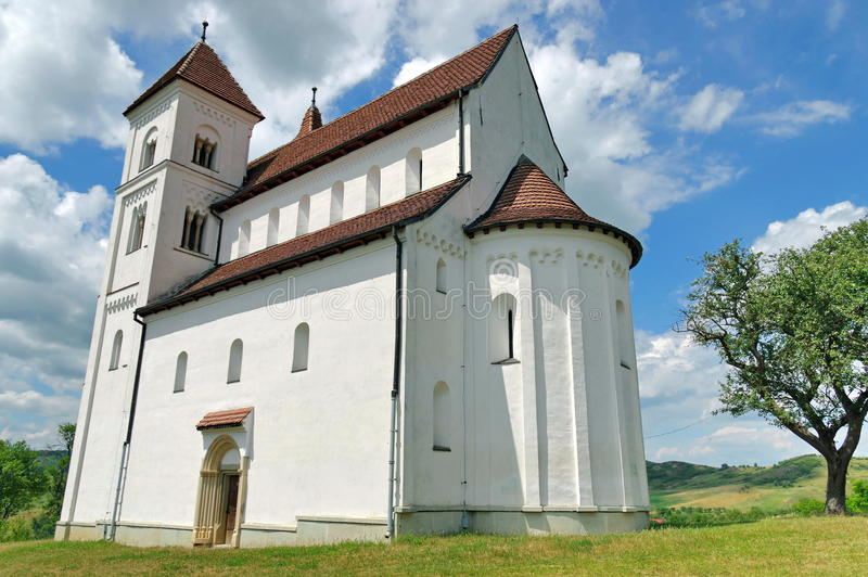 Stary kościół z pięknym niebem w tle zdjęcia royalty free
