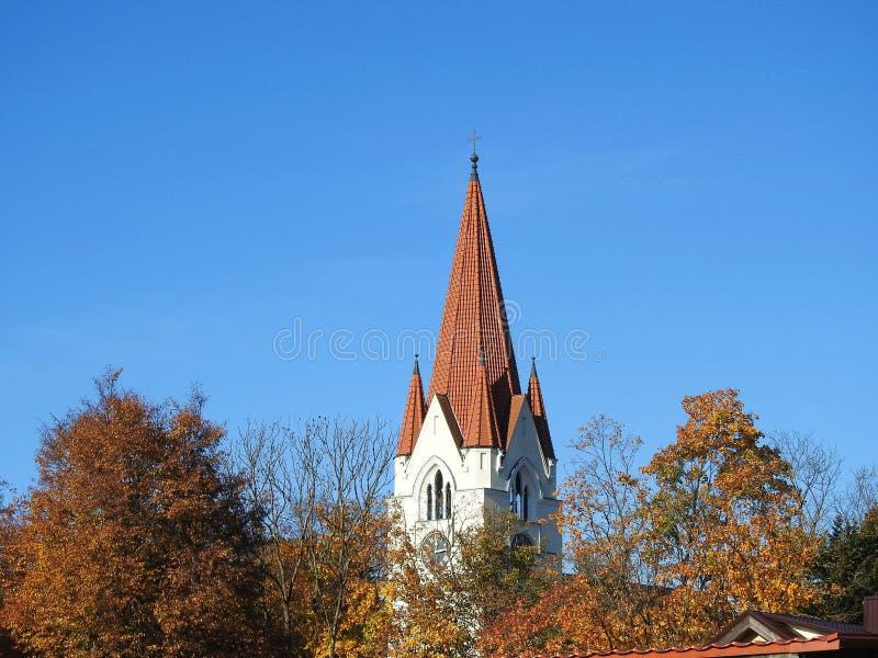 Stary kościelny czerwieni wierza, Lithuania zdjęcie stock