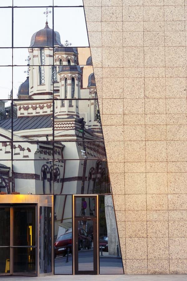Download Stary Kościelnego Budynku Odbicie Obraz Stock - Obraz złożonej z nowożytny, rama: 28970849